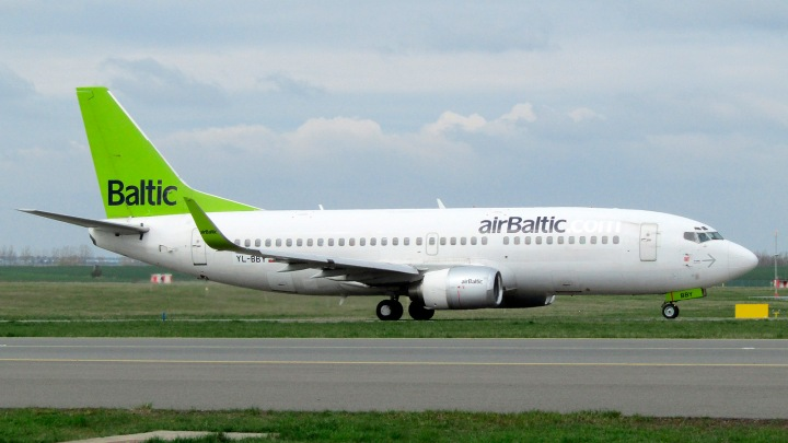 06-Boeing_737-300_Winglets,_Air_Baltic,_PRG