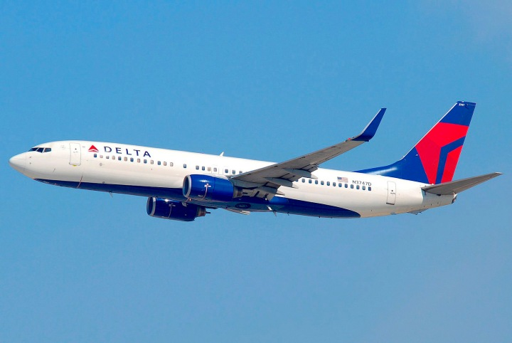 07-1600px-Delta_Air_Lines_Boeing_737-832;_N3747D@LAX;10.10.2011_622in_(6482376485)