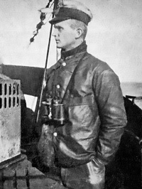 40-Oberleutnant_zur_See_Karl_Dönitz_as_Watch_Officer_of_U-39