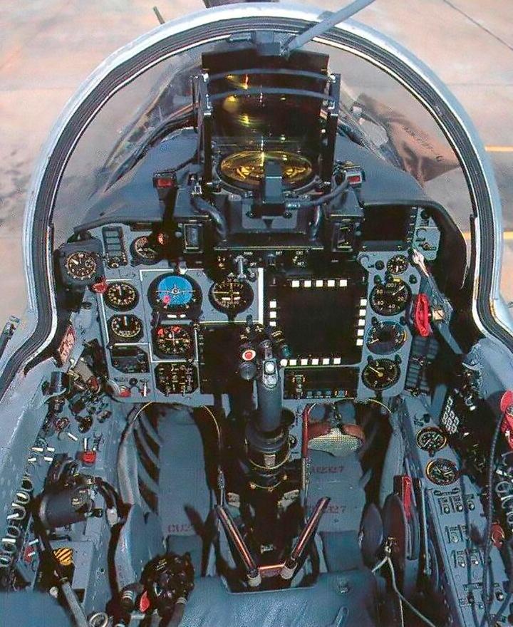 Mig-21-Bis-Cockpit-3