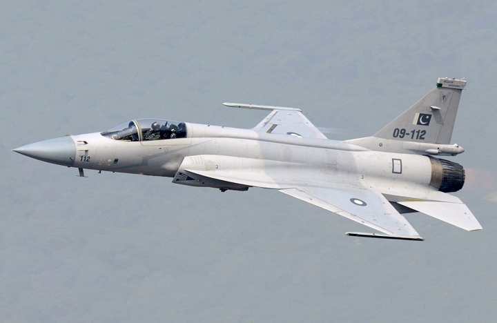 Pakistan_JF-17_(modified)