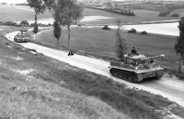 03-wittmanns-company-7-june-1944-en-route-to-morgny-wittmann-is-standing-in-the-turret-of-tiger-205-10-bundesarchiv-bild-101i-299-1804-07-scheck-cc-by-sa-3-0-741x482
