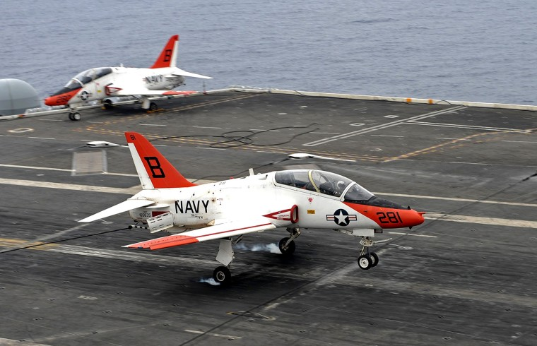 2560px-Flickr_-_Official_U.S._Navy_Imagery_-_A_T-45C_Goshawk_training_aircraft_makes_an_arrested_landing