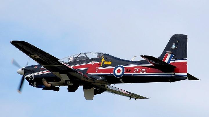 Short_tucano_t1_zf210_flying_arp