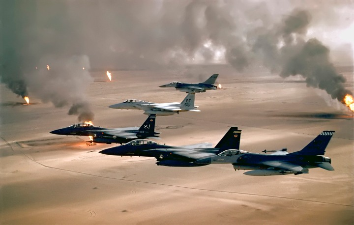 F-16A, F-15C and F-15E flying during Desert Storm.(U.S. Air Force photo)