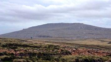 Mount Kent, onde a artilharia argentina estava concentrada (Foto: Hélio Higuchi).