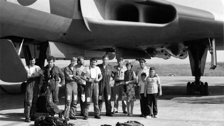 XM597-Crew+RJ-commander.jpg